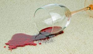 Nettoyer une tâche de vin sur un tapis à Saint Cloud